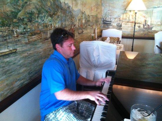 Rosewood Bermuda : david playing at the poinr