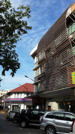 KK Suites Hotel : view from the street