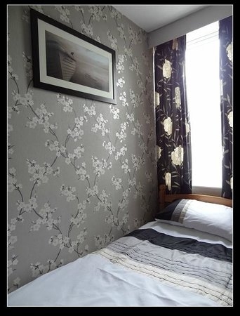 The Clarendon Guesthouse: My comfortable single room