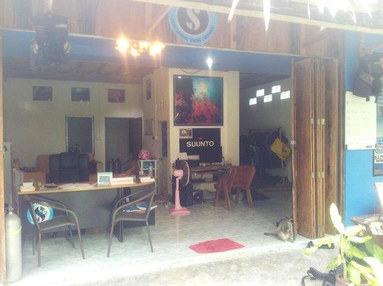 Phi Phi Island Village Beach Resort: Village Phi Phi Dive Club