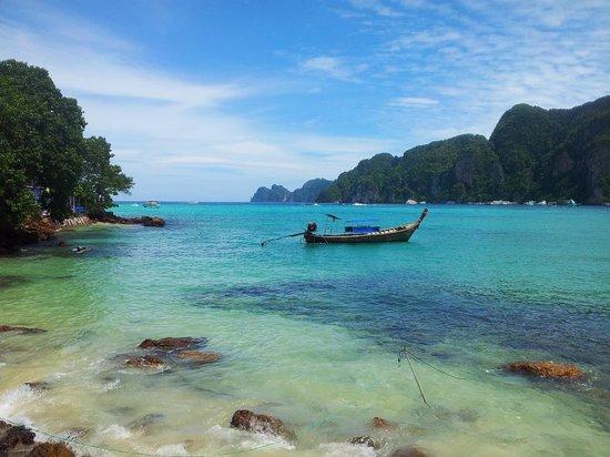 Phi Phi Island Village Beach Resort: Tonsia bay