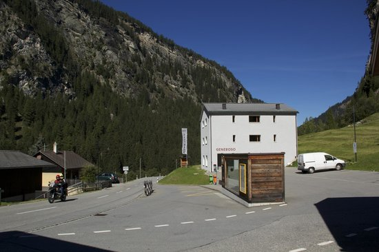 Hotel Generoso & Gasthaus Edelweiss : Backpackers Generoso behind the bus stop