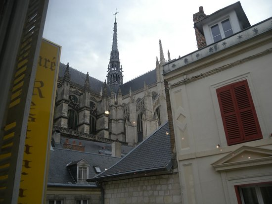 Hotel Restaurant Le Prieure : Amiens Cattedrale dall'hotel