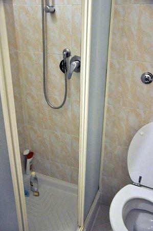 Hotel Everest Roma: bathroom - shower full opened