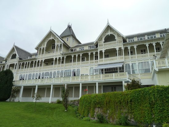 Kviknes Hotel: Vista da Frente
