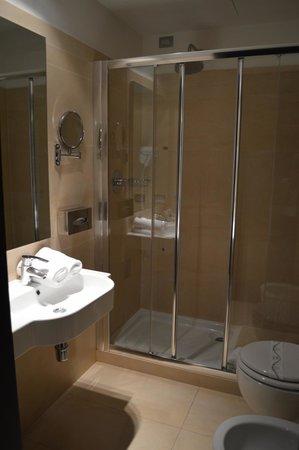 Hotel Cenacolo: doccia