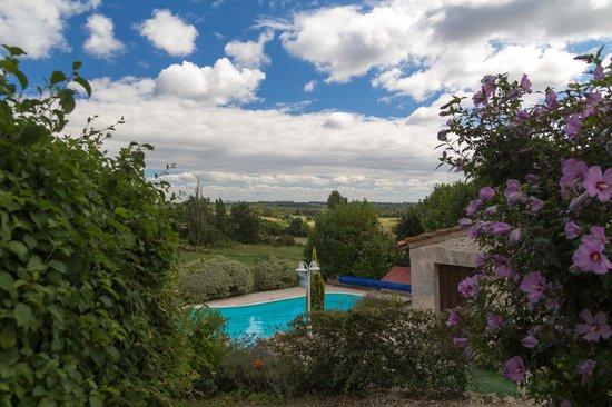 Domaine la Fontaine: Uitzicht over het zwembad