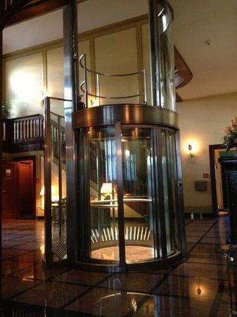 hall d 39 entr e ascenseur en verre picture of hotel. Black Bedroom Furniture Sets. Home Design Ideas