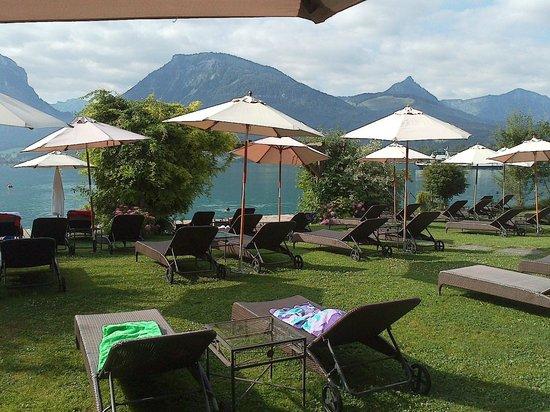 Seevilla Wolfgangsee: Jardin a orillas del lago