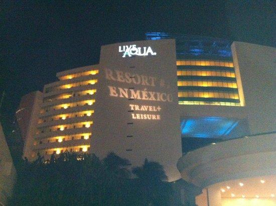 Live Aqua Beach Resort Cancun: Night View