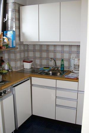 Hotel Gartenresidence Zea Curtis: La cucina un po' datata