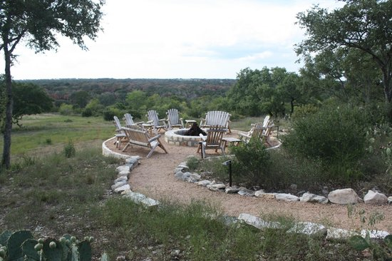 Sage Hill Inn & Spa: Fire pit overlooking the grounds.