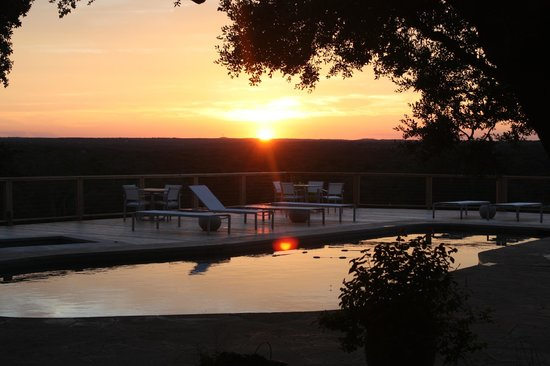 Sage Hill Inn & Spa: Sunset from the pool.