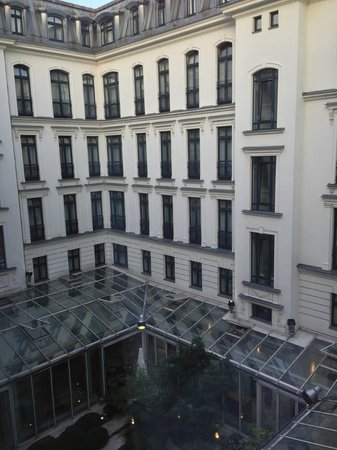 DORMERO Hotel Berlin Ku'damm: Courtyard