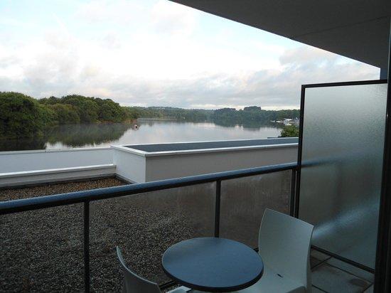 BEST WESTERN PLUS Hotel les Rives du Ter: Vue de notre chambre sur l'étang de Ter 1
