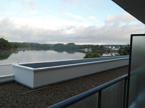 BEST WESTERN PLUS Hotel les Rives du Ter: Vue de notre chambre sur l'étang de Ter 2