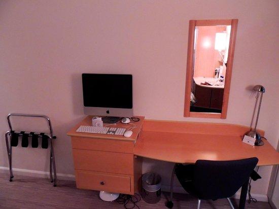 Doubletree by Hilton London - Westminster: Espaço de trabalho