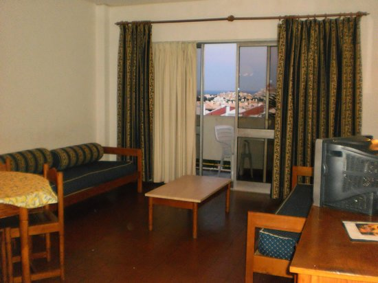 Silchoro Apartments: room
