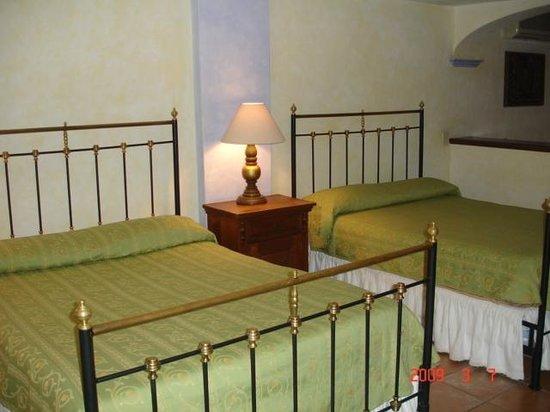 Hostal de la Noria: nuestras habitaciones tienen decoracion diferente entre todas encontrando la Hospitalidad de Cas