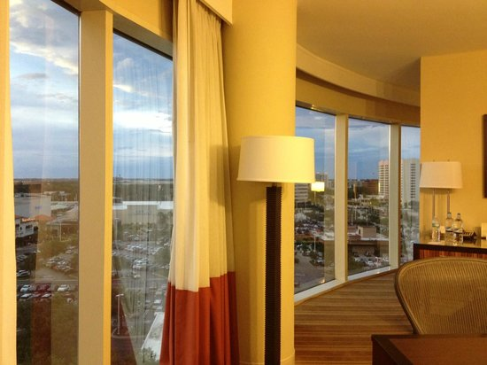 The Westshore Grand, A Tribute Portfolio Hotel, Tampa: Wide view of the area from the suite overlooking Tampa