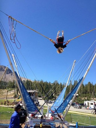Mammoth Mountain: Kids enjoy the bungy jump