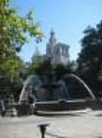 Better Adventures Tours: Fountain in City Hall Park