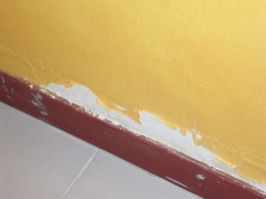 Hotel de la Nivelle : peinture écaillée