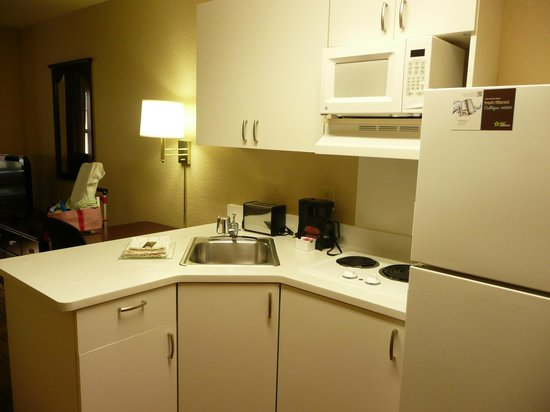 Extended Stay America - Fort Lauderdale - Deerfield Beach: Kitchen