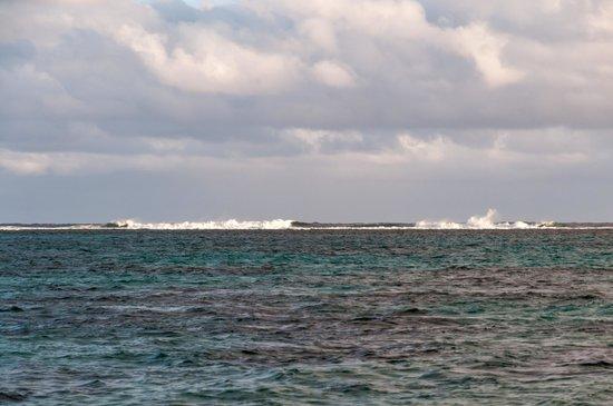 Titikaveka Beach: Breakers Chrashing into Barrier Reef