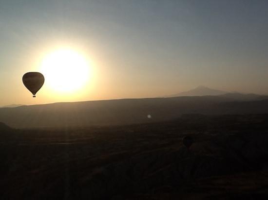 Cave Hotel Saksagan: Butterfly Balooning in Cappadocia