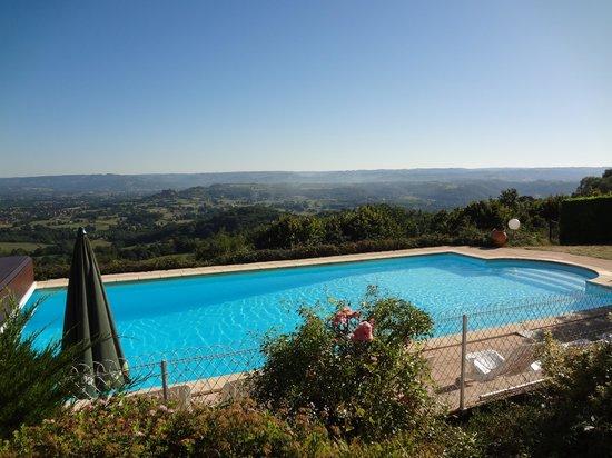 Le Relais de Castelnau : La piscine