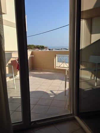 Al Mare Beach Hotel: room view