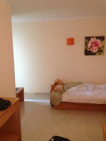 azuLine Hotel Atlantic: living area/bedroom room 517