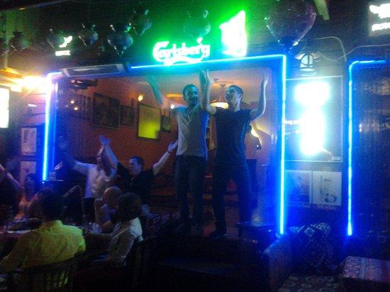 Shadow Cafe & Restaurant : Ali y Cino