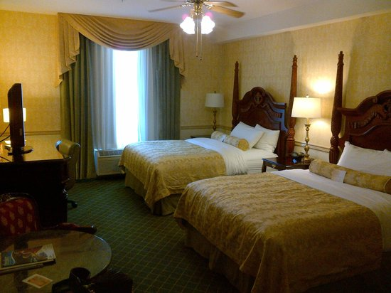Ayres Hotel Laguna Woods: Room as I walked in...