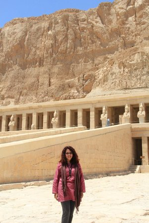Habibitours - Day Tours: At Hatshepsuts temple in Luxor