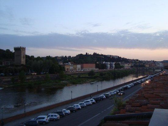 Hotel River: Bela vista do rio Arno.