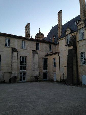 Le scorlion : Vue sur l'abbaye, depuis la terrasse du Scorlion