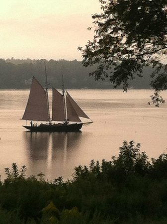 Tevake Sailing Charters: even when it is overcast, there is beauty