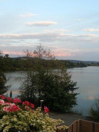 Seehotel Niedernberg - Das Dorf am See: Abendstimmung am See