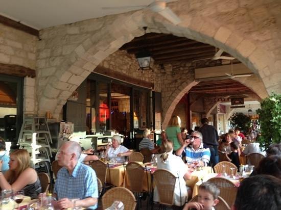Restaurant Italien des Arcades: sous les arcades