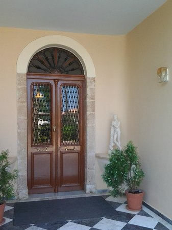 Halepa Hotel: Entrance