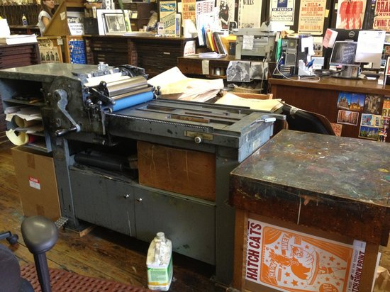 Hatch Show Print : Notice the cat poster?