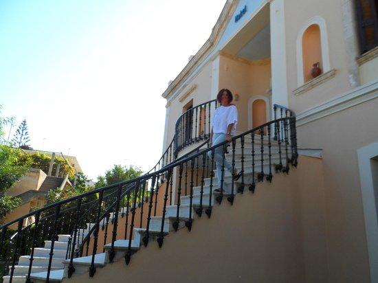 Halepa Hotel : Entrance
