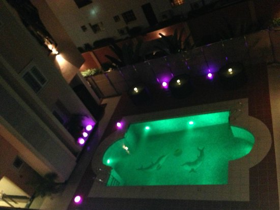 GrandBee Suites: pool view