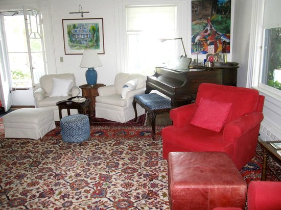 Shore Path Cottage: Living room with piano
