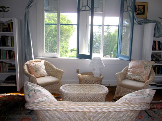 Shore Path Cottage: upstairs bedroom
