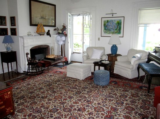Shore Path Cottage: Living Room