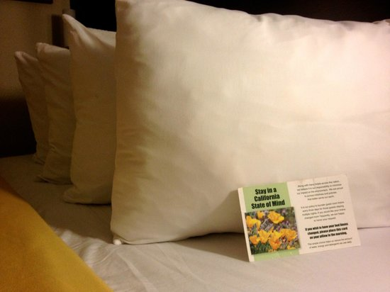 Best Western San Diego/Miramar Hotel: pillows.