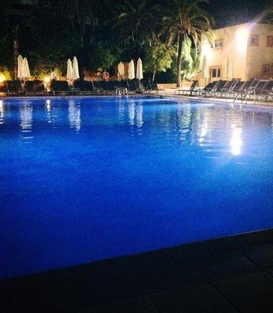 azuLine Hotel Atlantic: pool at night